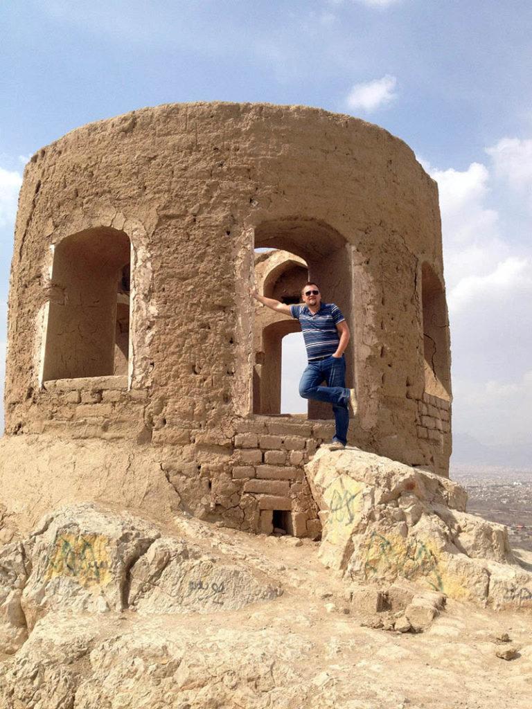 Зороастрийский храм на холме в Исфахане